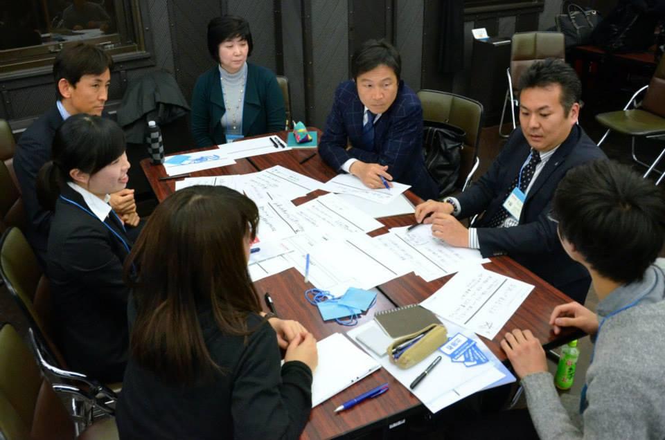 横浜の地域課題について語り合う横浜市内の企業経営者ら