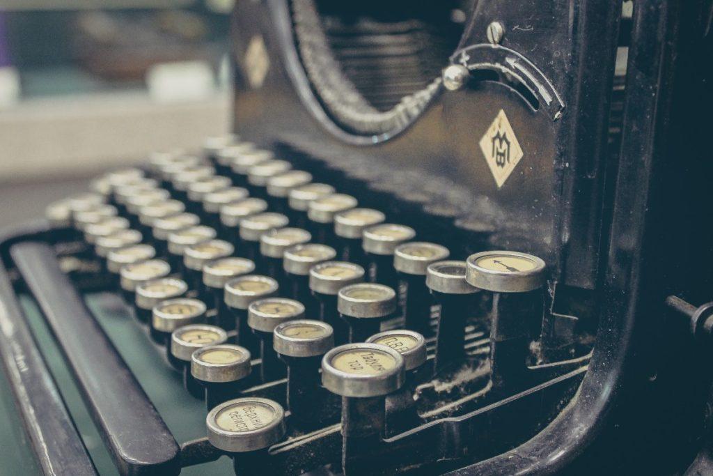 画像に alt 属性が指定されていません。ファイル名: typewriter_vintage_antique_old_retro-277-1024x683.jpg